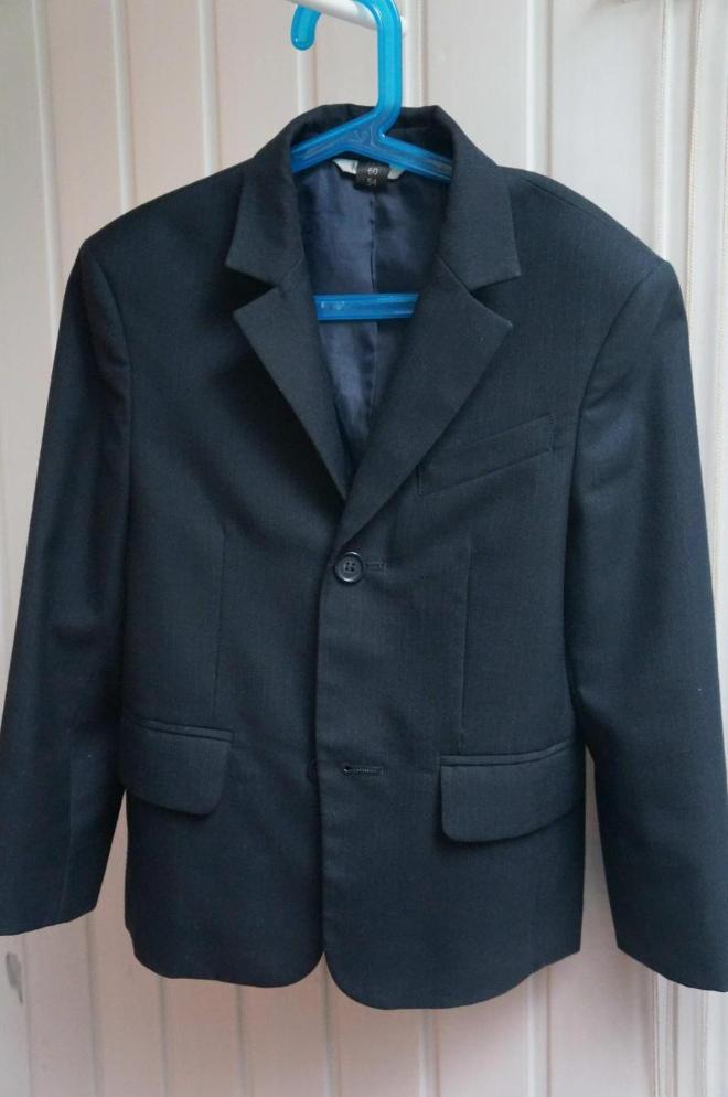 Школьная форма пиджак 122, брюки 128.