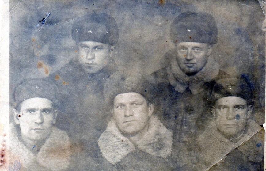 mesyachuck Анисимов Александр Яковлевич ( правый в верхнем ряду) .Бессмертный полк.