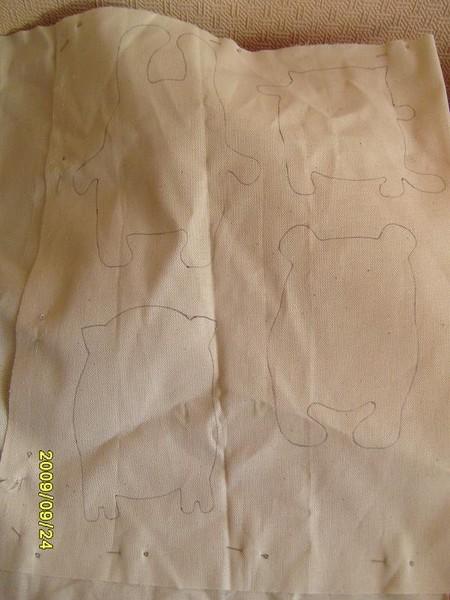 Обвожу контур прямо на изнанке ткани