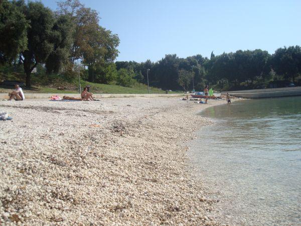 """[b]ПЛЯЖ[/b] Так выглядит """"ближний"""" пляж в сентябре.    [b]ПОЖАЛУЙСТА, ОБРАТИТЕ ВНИМАНИЕ,[/b] ЧТО В ФОТОАЛЬБОМЕ ДВЕ СТРАНИЦЫ. ТО ЕСТЬ, ЧТОБЫ УВИДЕТЬ ВСЕ ФОТО, НЕОБХОДИМО НАЖАТЬ НА """"ВПЕРЁД"""" ВНИЗУ!"""