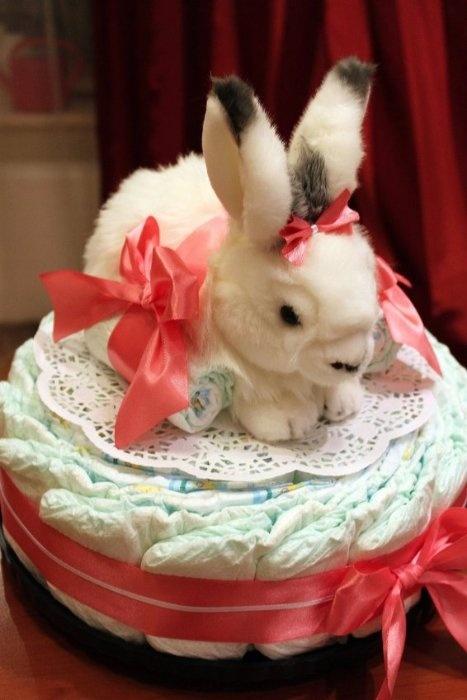 Тортик получился большущий - зайка, для примера, сидит на салфетке диаметром 28 см!