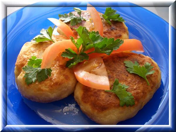 Пирожки картофельные с рыбной начинкой Пошаговый рецептик: http://domohozyaika.my1.ru/blog/2008-02-20-4