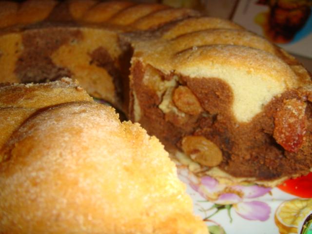 Пирог зебра с изюмом
