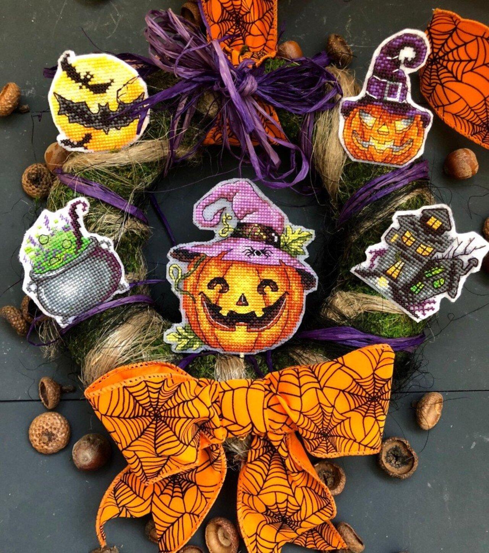 Автор: ОляЧе, Фотозал: Мое хобби, Все хэллоуинские вышивки оформились вот в такой венок на входную дверь.