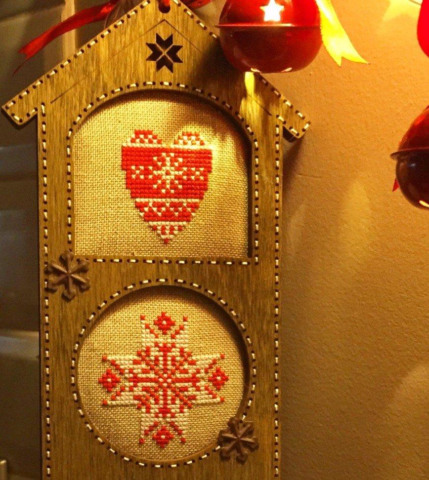 Автор: ОляЧе, Фотозал: Мое хобби, Рождественский домик. Деревянная заготовка от Primitive&Wood  https://m.vk.com/primitiveandwood и авторские схемы от Евдокии Николаевой https://www.etsy.com/shop/punochka