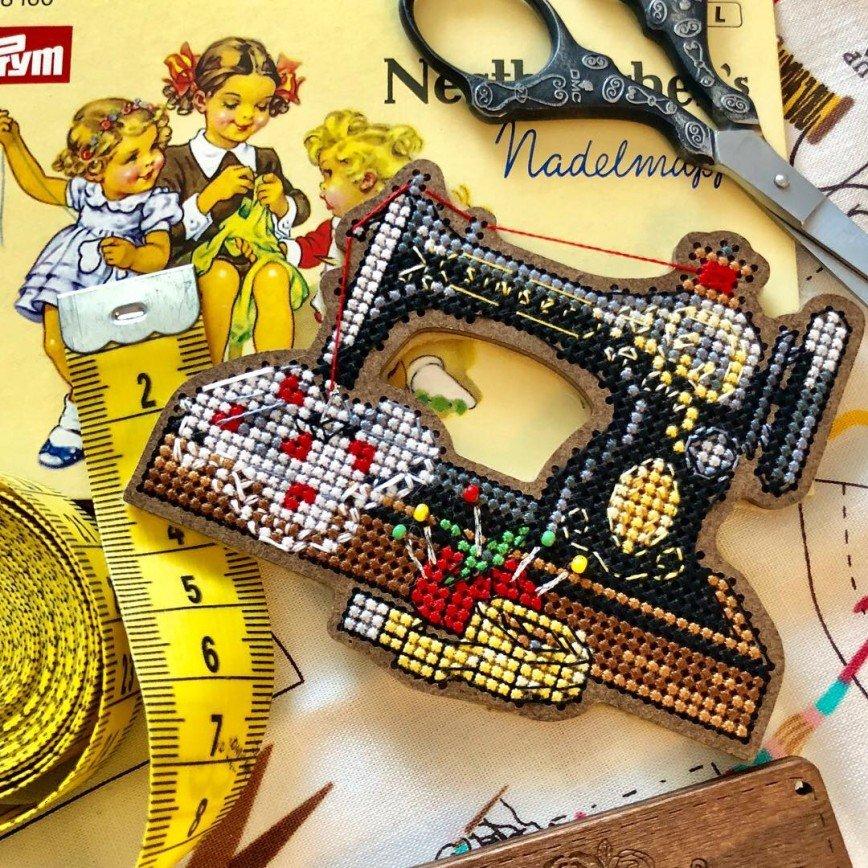 Автор: ОляЧе, Фотозал: Мое хобби, Швейная машинка от Дивной вишни. Оформлен в магнит.