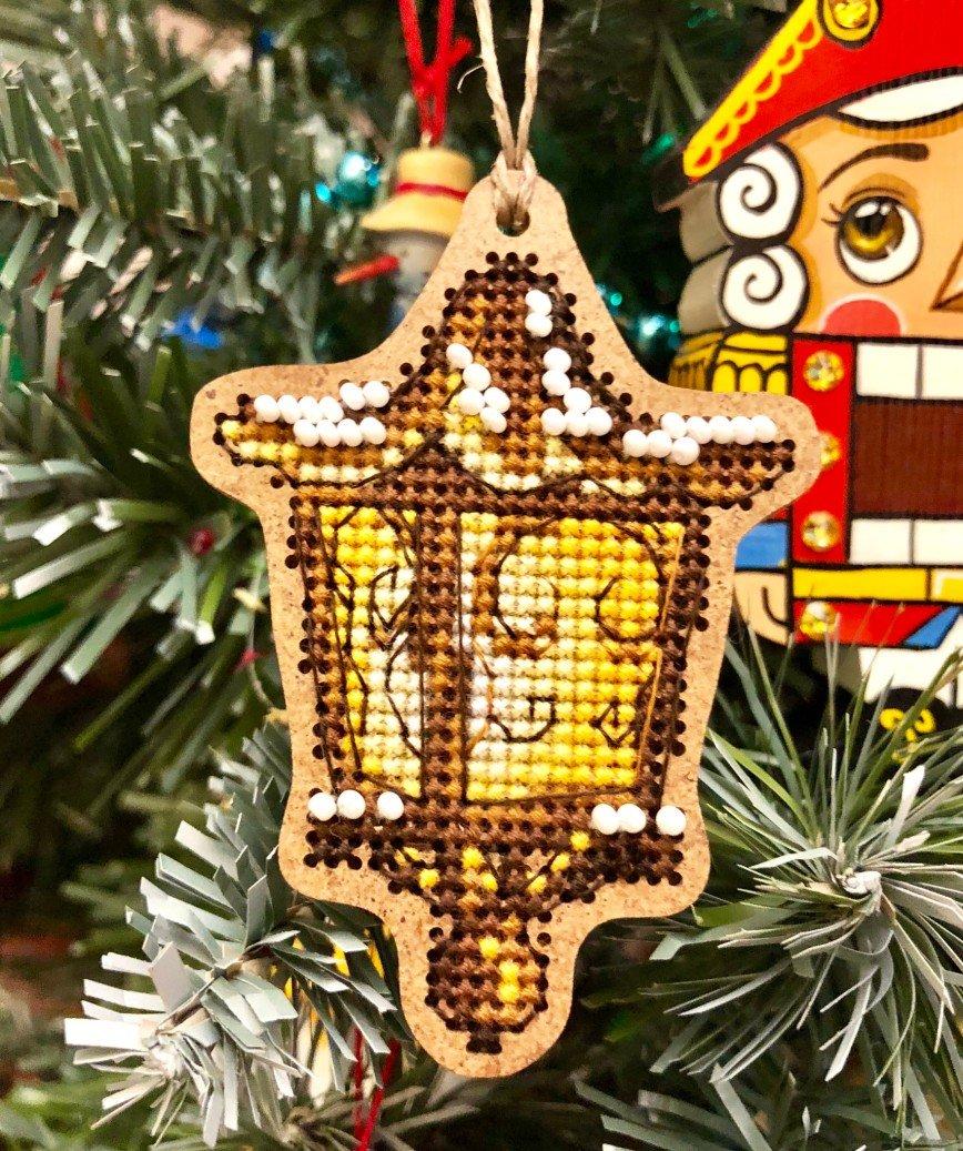 Автор: ОляЧе, Фотозал: Мое хобби, Фонарик от «Дивной вишни» Очень быстрая и симпатичная игрушка получилась:-) Первая доделанная вещь в новом году