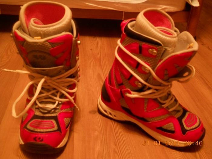 """Ботинки сноубордические мужские, на 42 размер, фирма """"32"""", в очень хорошем состоянии, использовались не много раз, цена 1400"""