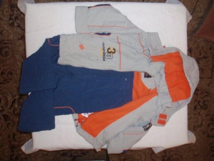 Весенний костюм на тонком синтепоне. Размер 92+. Куртка утеплена флисом. Штаны на синтепоне тонком, но дефект по шву разошлась подкладка, внутри штанины. Цена 400руб. ПРОДАНО