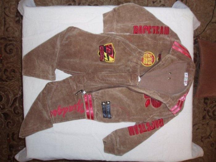 Вельветовый костюм. Пиджак на молнии и брюки. Одели раз 8 не более. Очень красивый. Цена 500руб.