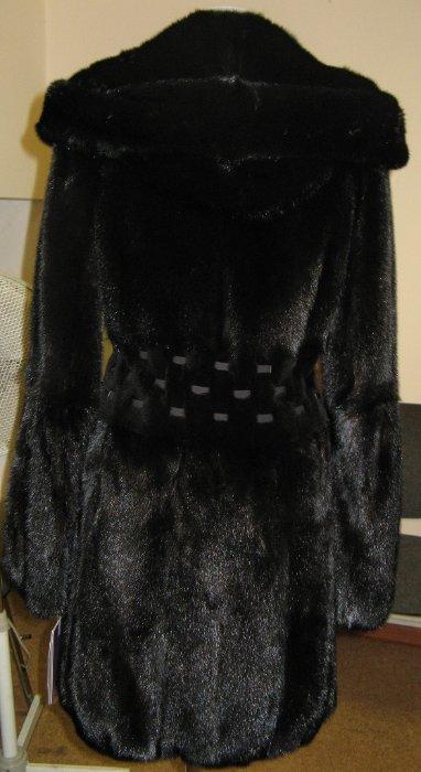 """23) норковая шуба баллончик 95 см с капюшоном - из скандинавской норки цвета """"черный бриллиант"""", очень густой, блестящий и шелковистый мех, не сыпется и не лезет, густая подпушь, теплая и легая, длина 95 см, фасон баллончик - очень женственная модель! в талии щипанная норка и тройной пояс, рукава расклешенные с кулиской у локтей - такой фасон делает фигуру в форме """"песочных часов"""" :))) размеры 42-44, 44-46 - ЦЕНА 60 000 РУБЛЕЙ, аналогичная модель возможна в цвете жемчуг - размеры от 40 до 48 по цене 65 000 рублей."""