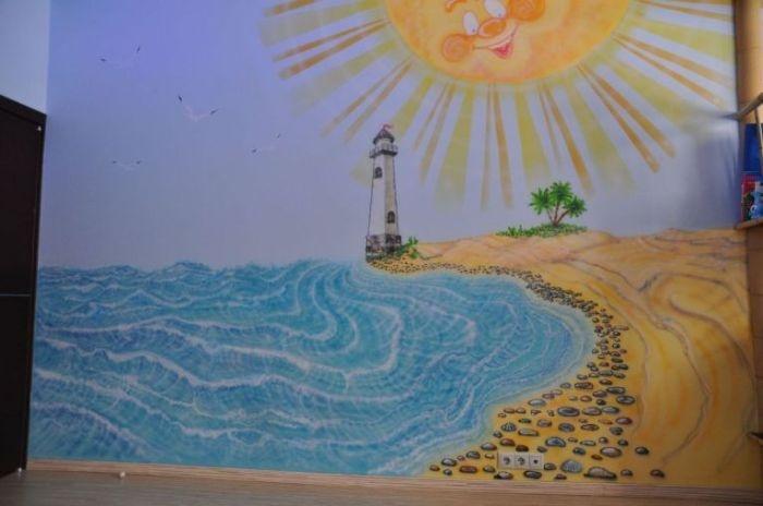 Солнце-автопортрет художника:) Еще во всех работах Игорь оставляет какую-нибудь изюминку. В игровой он добавил краску,которая при ночном освещении светиться, т е при включенных облачках и солнцее, видны лучики, глазки и улыбка солнышка, гребешки волн.