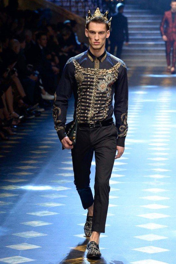 Dolce & Gabbana на Неделе моды в Милане - в халате и короне