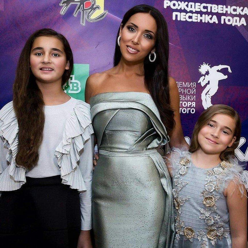 «Мамиными генами тут не пахнет»: Алсу показала фото с дочерьми