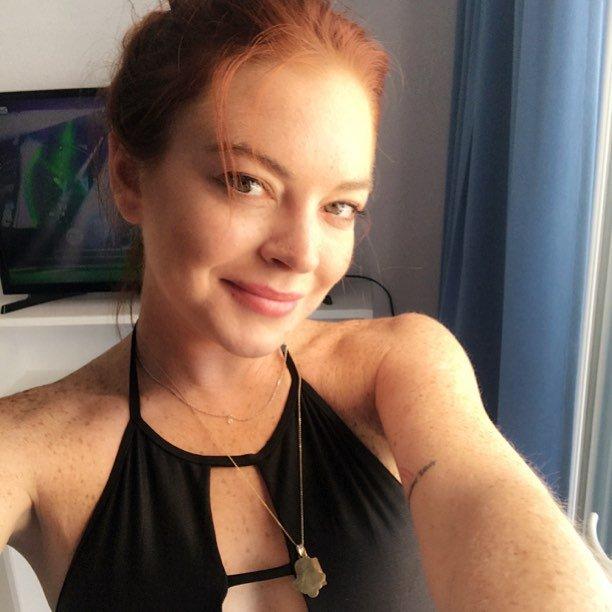 «Что с ней?»: Линдси Лохан озадачила видом без макияжа