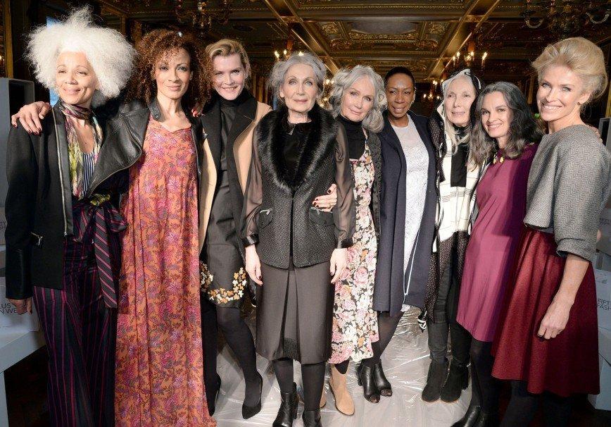 В Лондоне состоялся показ мод для женщин за 50