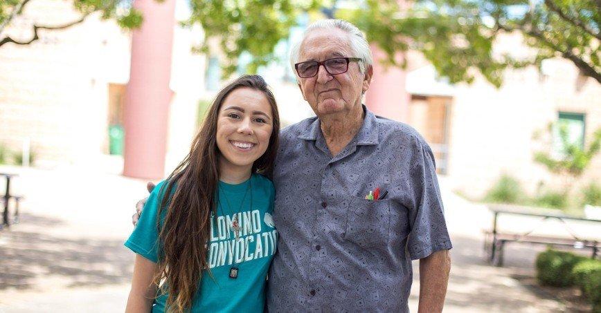 82-летний техасец поступил в один колледж с внучкой