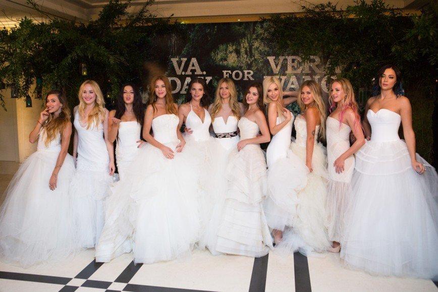 Звезды показали свадебные платья