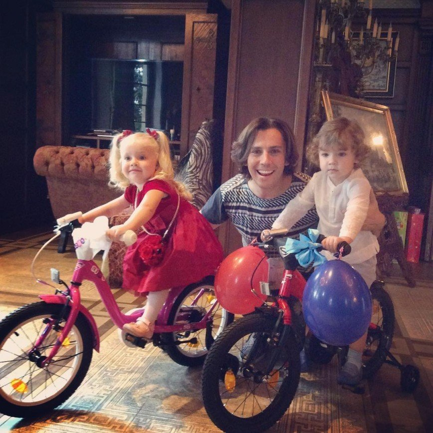 Максим Галкин показал фото своих подросших детей