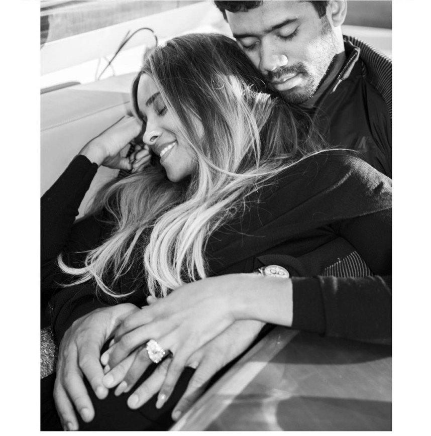 Период воздержания у певицы Сиары закончился беременностью