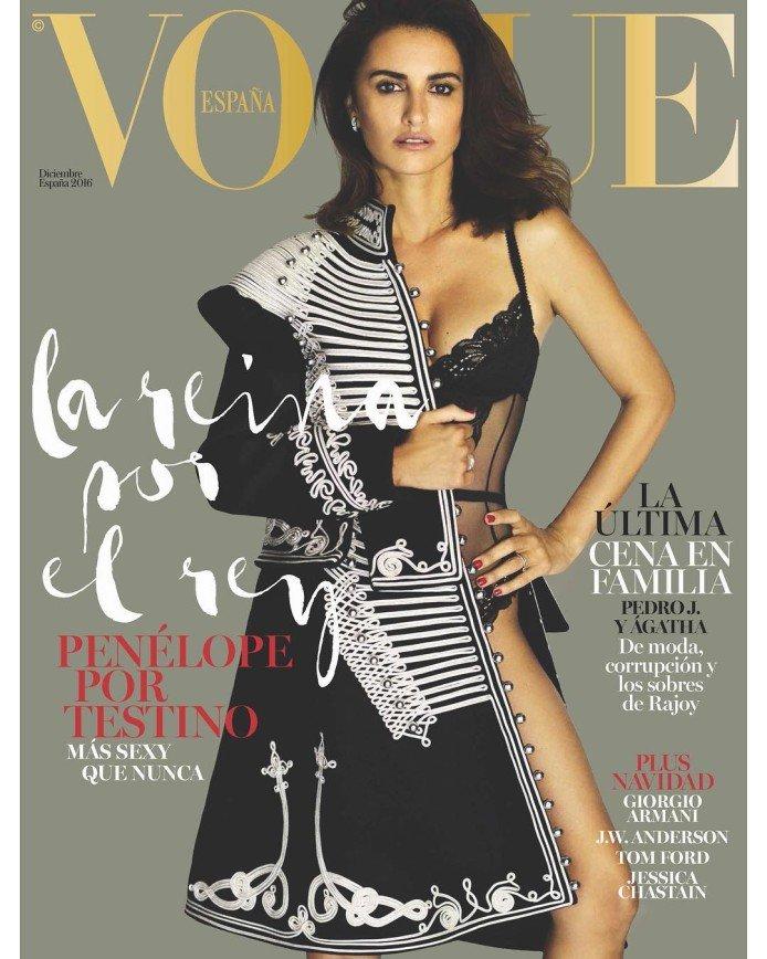 Пенелопа Крус в гусарском наряде на обложке Vogue Spain