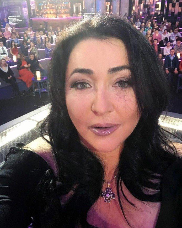 53-летняя Лолита  показала новое лицо от хирурга