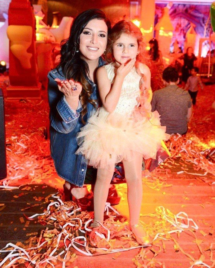 Дочь Жасмин приехали поздравить дети Пугачевой,  Навки и других звезд: На самом деле день рождения у Маргариты 7 февраля, но справляли его в воскресенье, так удобнее всем.  Поздравить малышку