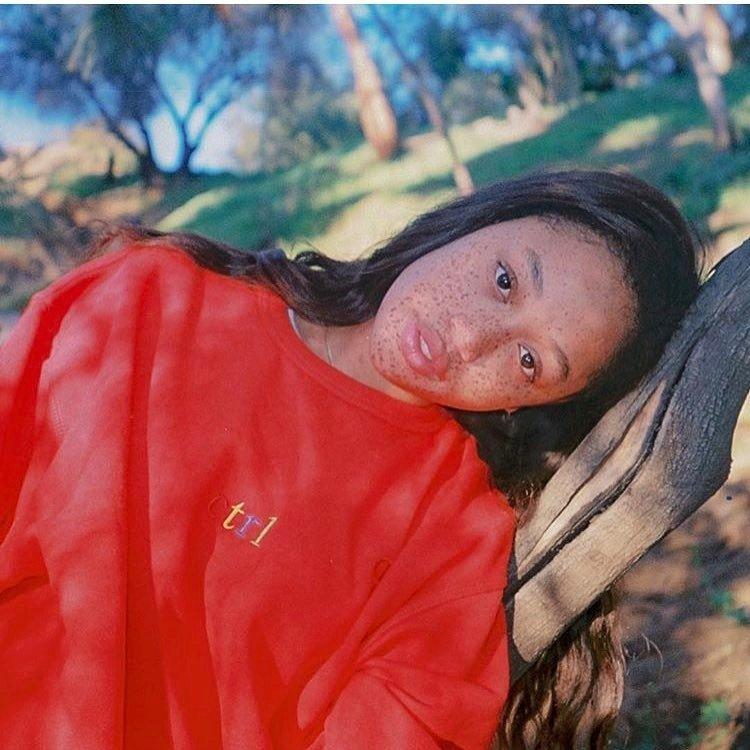 Девушка, похожая на спелый банан, стала моделью: