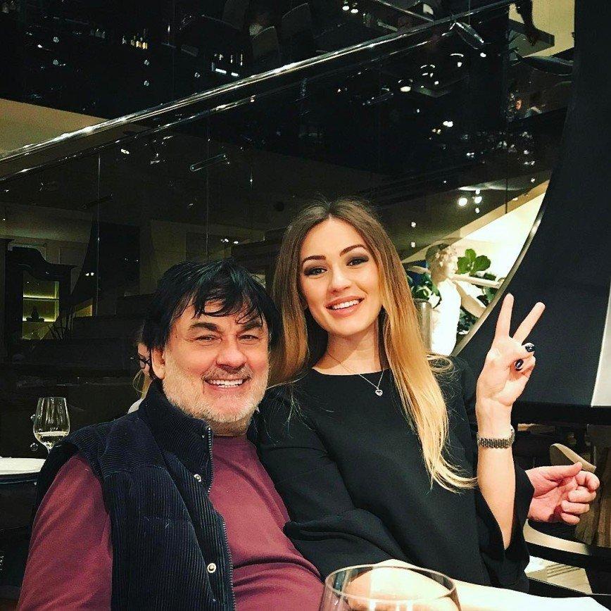 Дочь Серова зарабатывает маникюром и мечтает о карьере певицы