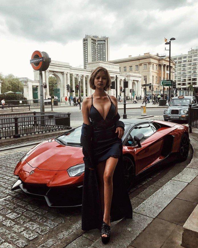 Алеся Кафельникова: грудь - она есть или ее нет?