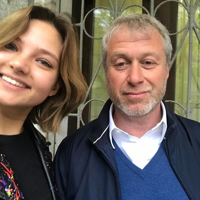 Алеся Кафельникова стала лицом бренда и показала фото с Абрамовичем: