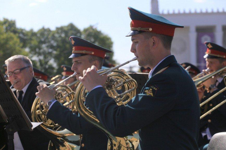 В парках Москвы все лето будут играть военные оркестры