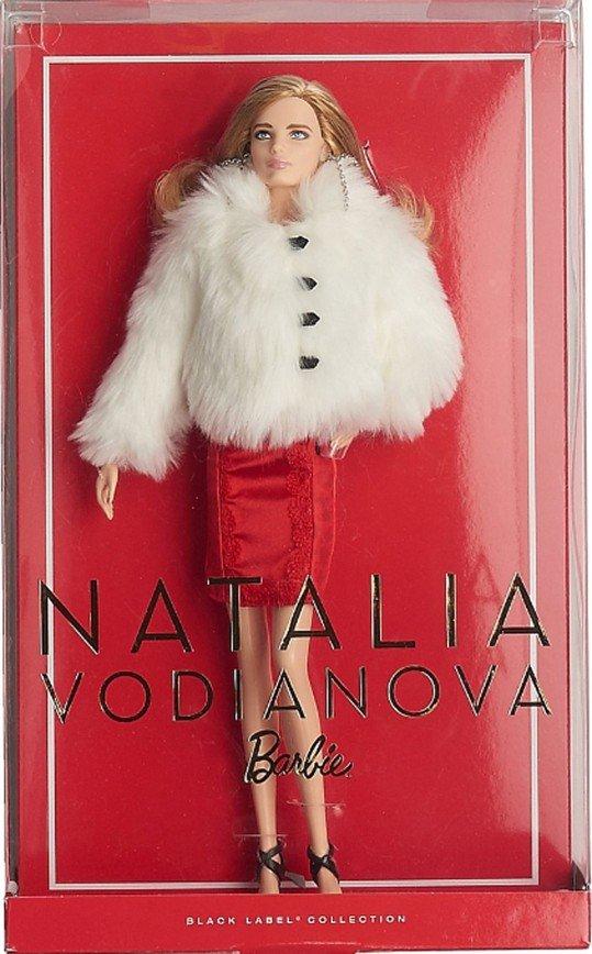 """""""Оригинал лучше!"""": Наталья Водянова сфотографировалась с куклой, выпущенной в ее честь"""