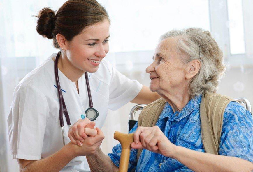 Пожилым россиянам запретят самостоятельно обращаться к врачам