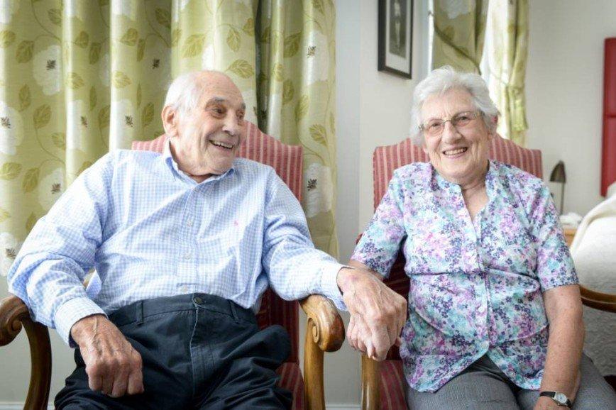 Британцы стали самыми пожилыми молодоженами мира