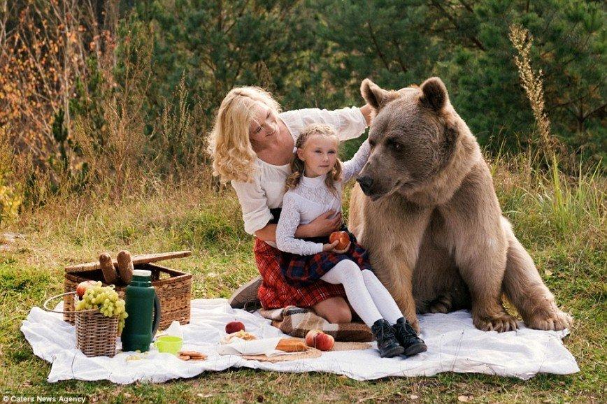 Невероятные фотографии пикника с медведем
