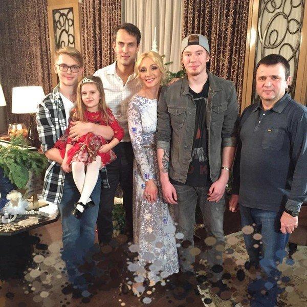 Кристина Орбакайте показала семейное фото со всеми детьми