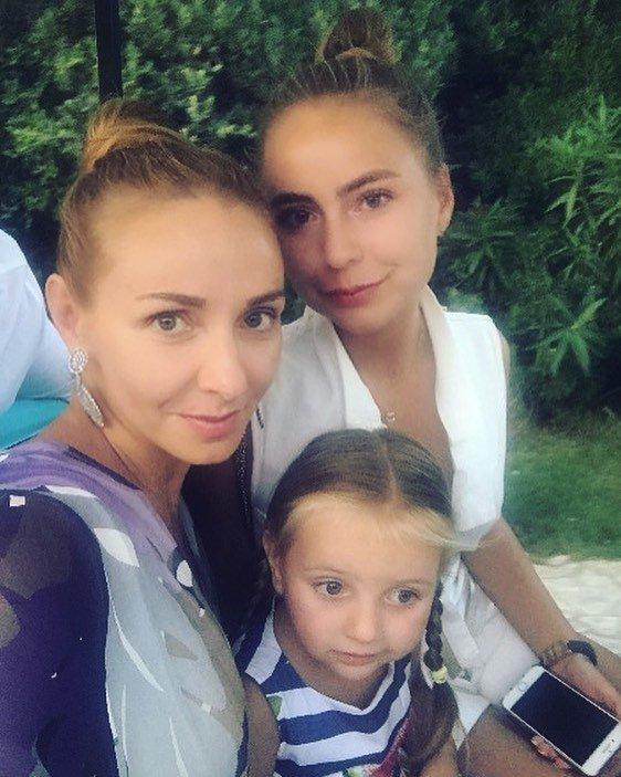 """Татьяна Навка показала """"ксерокопии"""" своих мужей"""