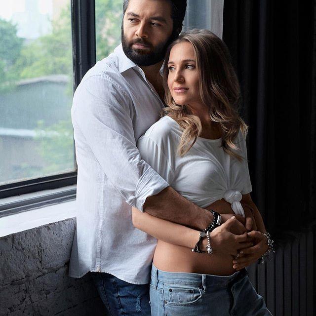СМИ: Юлия Ковальчук  и Алексей Чумаков стали родителями