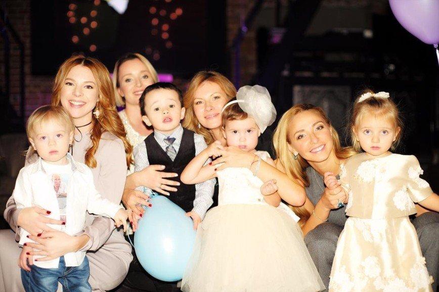 Дочь Жасмин приехали поздравить дети Пугачевой,  Навки и других звезд: