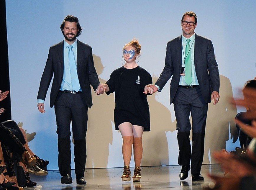 Маделин Стюарт  вернулась на подиум Недели моды в Нью-Йорке