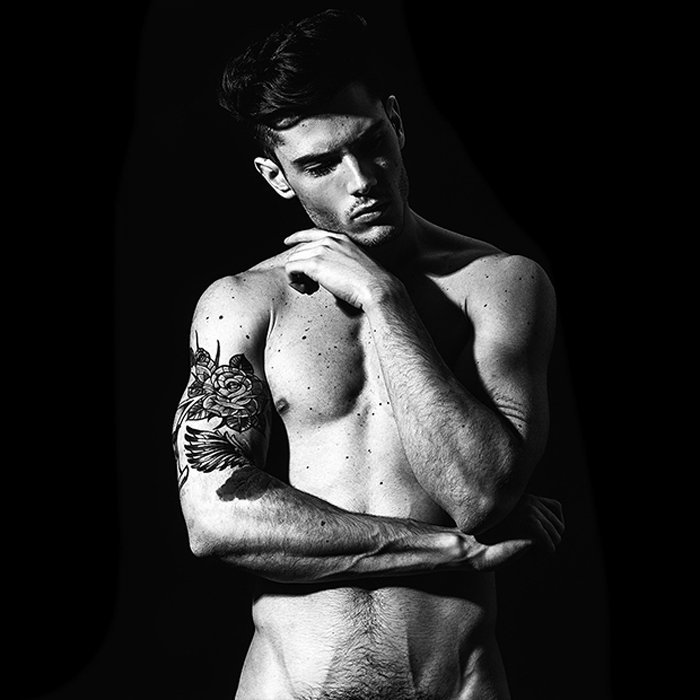 Красота татуированного мужского тела в мире моды