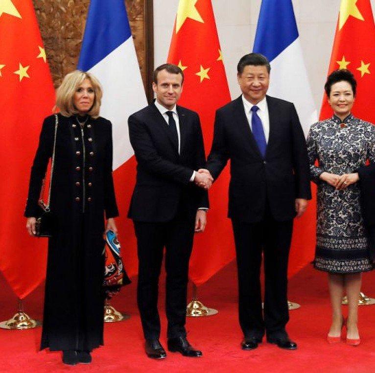 «Жена, как мать»: образы Брижит Макрон в Китае обсуждают в сети