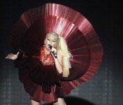 15 самых эпатажных нарядов великолепной Lady Gaga