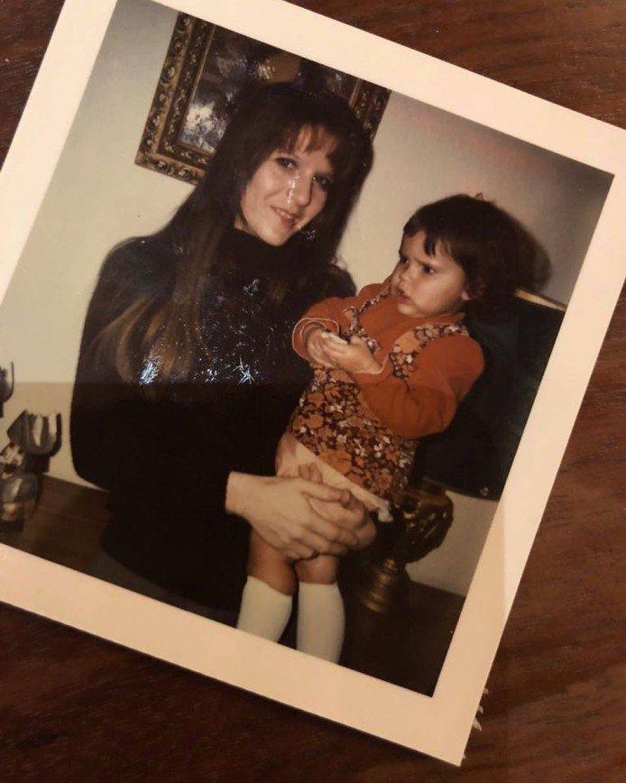 """""""Она и в детстве не улыбалась"""": Виктория Бекхэм показала архивное фото"""