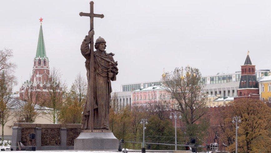 Памятник князю Владимиру открыли в Москве