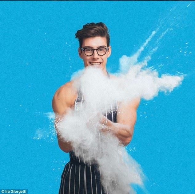 Пекарь-топлес стал любимцем соцсетей