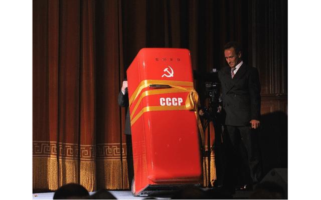 Андрей Малахов подарил Валентине Терешковой холодильник