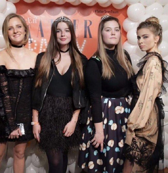 Мама Алеси Кафельниковой заявила, что ее дочь привлекает к себе плохих людей