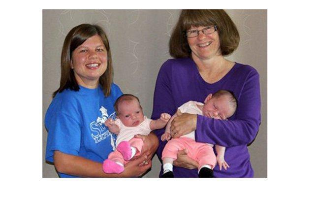 Американка родила себе внучек-близнецов